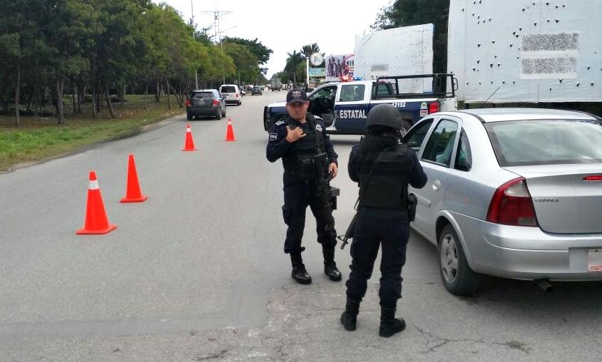 En Cancún, Policía Estatal detuvo a tres personas