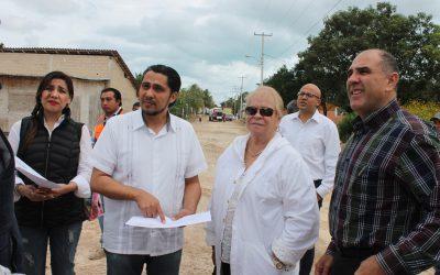 La SEDETUS supervisa construcción de calles y banquetas en Rancho Viejo