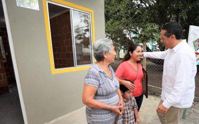 Compromisos cumplidos: Carlos Joaquín entrega casas a familias de zonas rurales