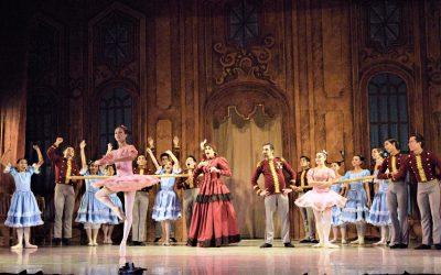 """""""Baile de graduados"""" se gana el aplauso de los chetumaleños"""