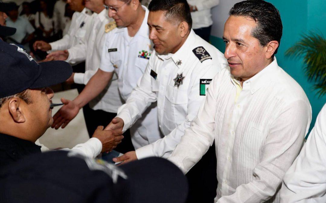 ((FOTOS)) Con policías mejor preparados, que tengan mejores condiciones de vida, se recupera la tranquilidad de la gente: Carlos Joaquín